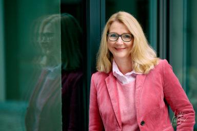 Portrait mit Brille und Spiegelung
